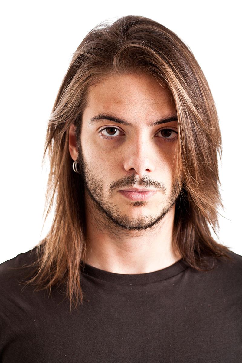 прически для парней с длинными волосами на фото